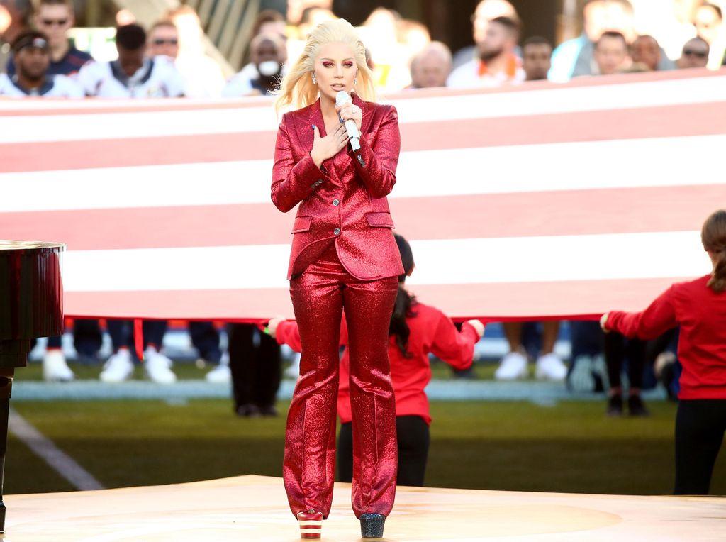 Detail Perhiasan Mewah Beyonce dan Lady Gaga di Super Bowl 2016