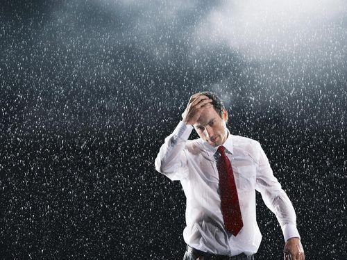 Air Hujan Terkontaminasi Polusi, Jangan Lupa Mandi Setelah Kehujanan