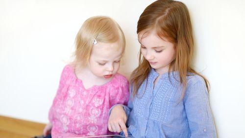 Kecanduan Gadget, Perkembangan Mata Dan Penglihatan Anak Bisa Terganggu