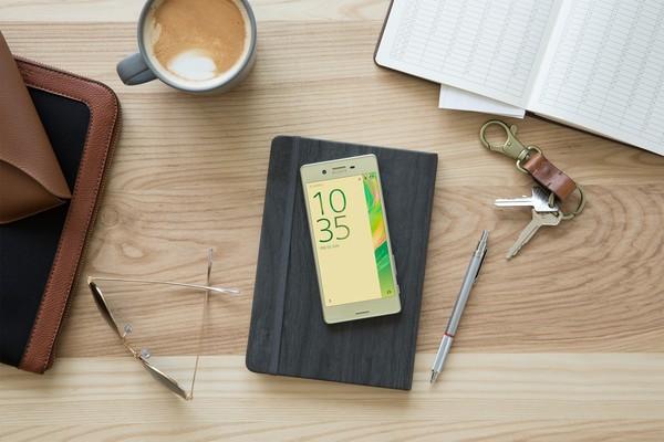 Kedua ponsel ini memiliki bentang layar 5 inch.Foto: sony