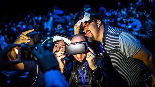 Sensasi Mengintip Kelahiran Galaxy S7 dari Gear VR