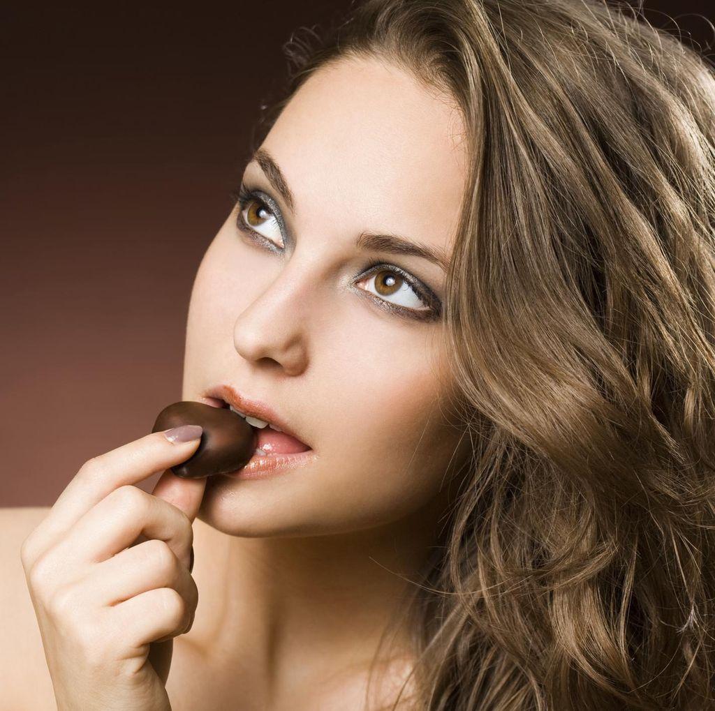 Trik Unik Turun Bobot: Camil Cokelat 20 Menit Sebelum Makan Makanan Utama