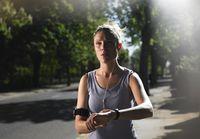 Kebanyakan orang berpikir bahwa semakin lama berolahraga makan semakin banyak kalori yang terbakar dan dapat menurunkan berat badan. Namun anggapan tersebut salah. Olahraga cukup dalam waktu 30 menit dengan intensitas yang sesuai dengan kebutuhan. Foto: Thinkstock