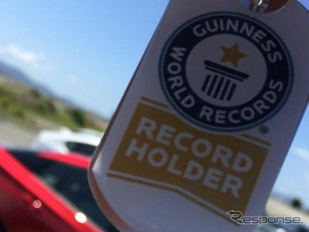 Parade Mobil Hybrid Toyota Pecahkan Rekor Dunia