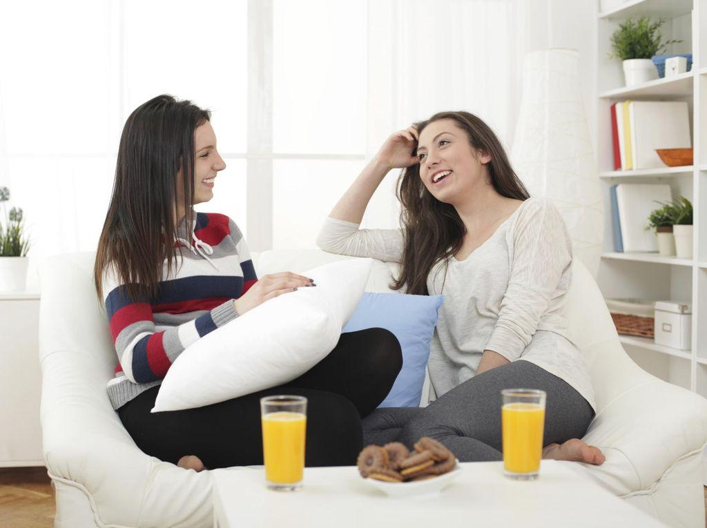 Pertimbangkan Dulu Hal Ini Jika Hendak Curhat Masalah Ranjang pada Teman
