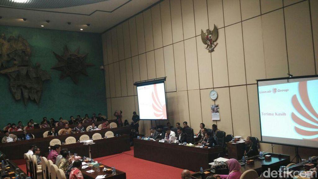 Puluhan Pramugari dan Pilot Lion Air Keluhkan Nasib di Komisi V DPR