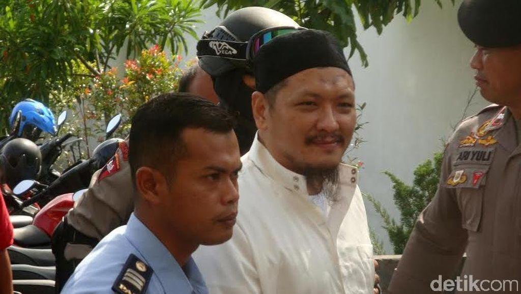 Terpidana Mati Narkoba Freddy Budiman Tampil Bergamis dan Kopiah di Sidang PK