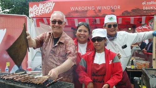 Sate Ayam dan Nasi Campur Laris Diantre Warga London