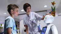 Robot Pepper diprogram bisa 'memahami' emosi manusia. Robot ini kemudian ditugaskan di dua rumah sakit di Belgia. Di RS CHR Citadelle di Liege, Pepper akan berada di ruang tunggu. Sedangkan di RS AZ Damiaan di Ostend, Pepper akan menemani pengunjung menuju ke bagsal RS yang tepat sesuai dengan keluhan penyakitnya. (Foto: JOHN THYS/AFP/Getty Images)