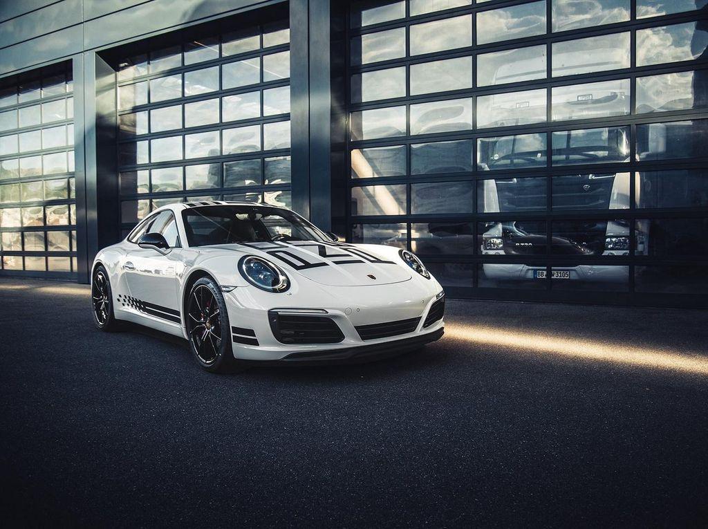 Tampilan Porsche 911 Carrera S Endurance Racing Edition