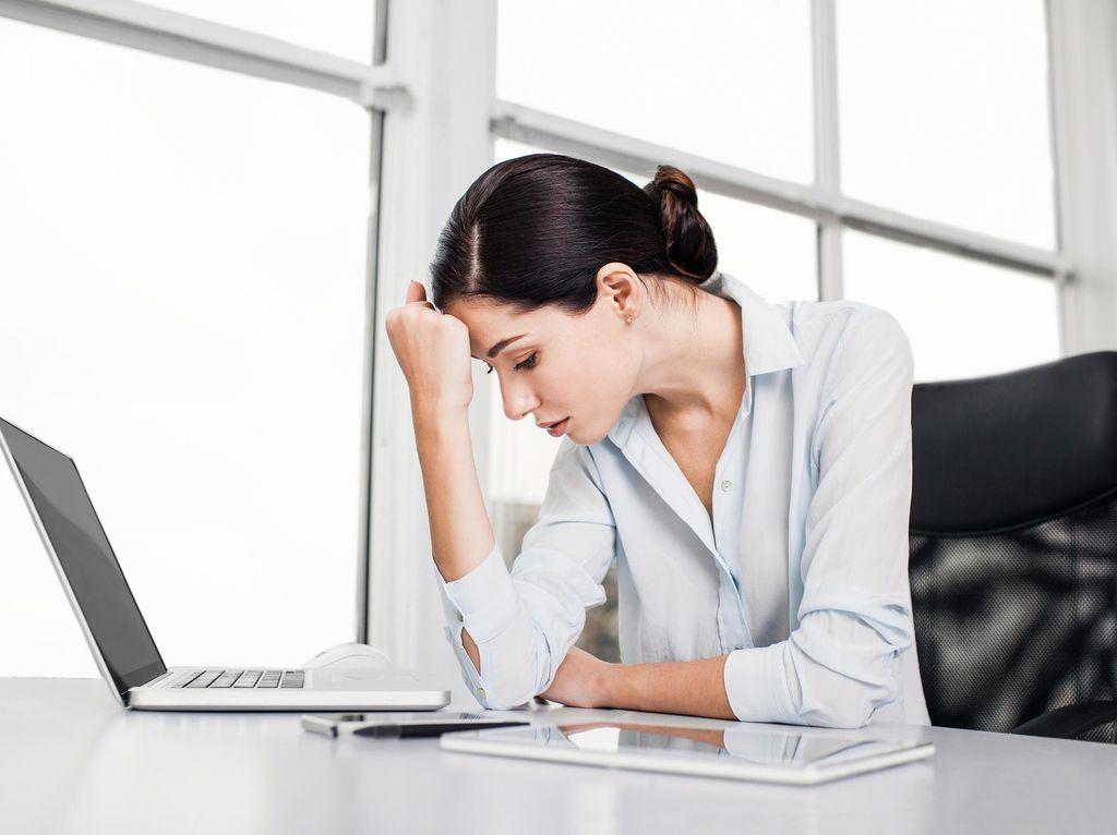 Pekerja Wanita Lebih Mudah Stres Dibanding Pria, Ini Penyebabnya