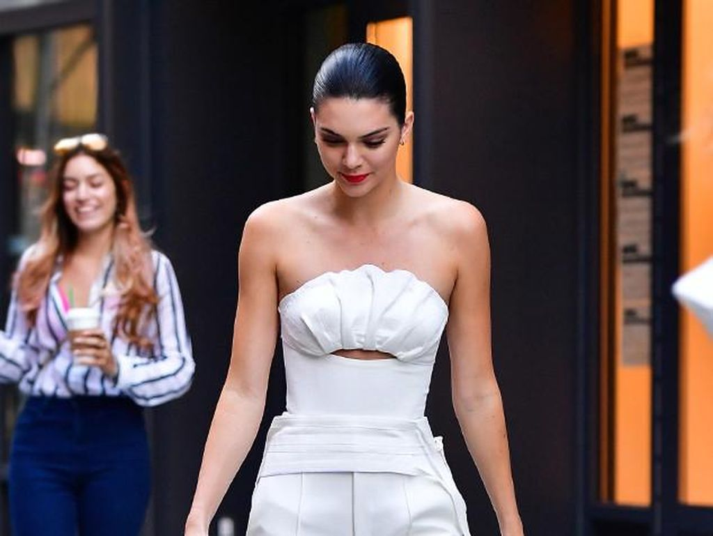 Foto: Gaya Busana Stylish Kendall Jenner Selama New York Fashion Week