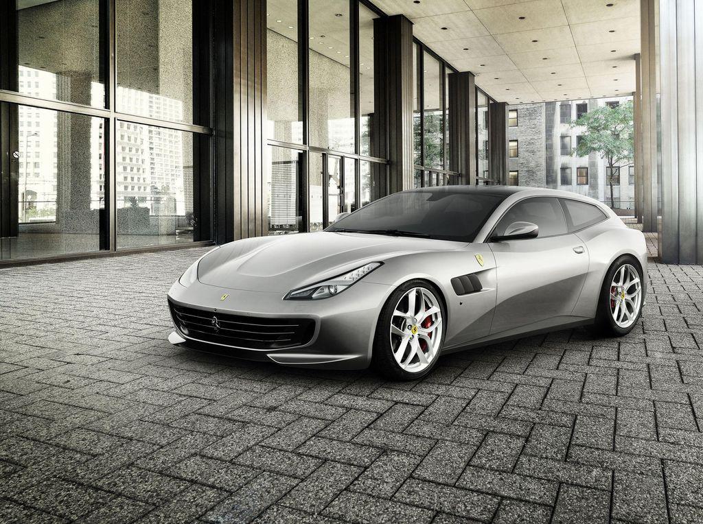 Ferrari Pertama dengan 4 Kursi dan Mesin V8