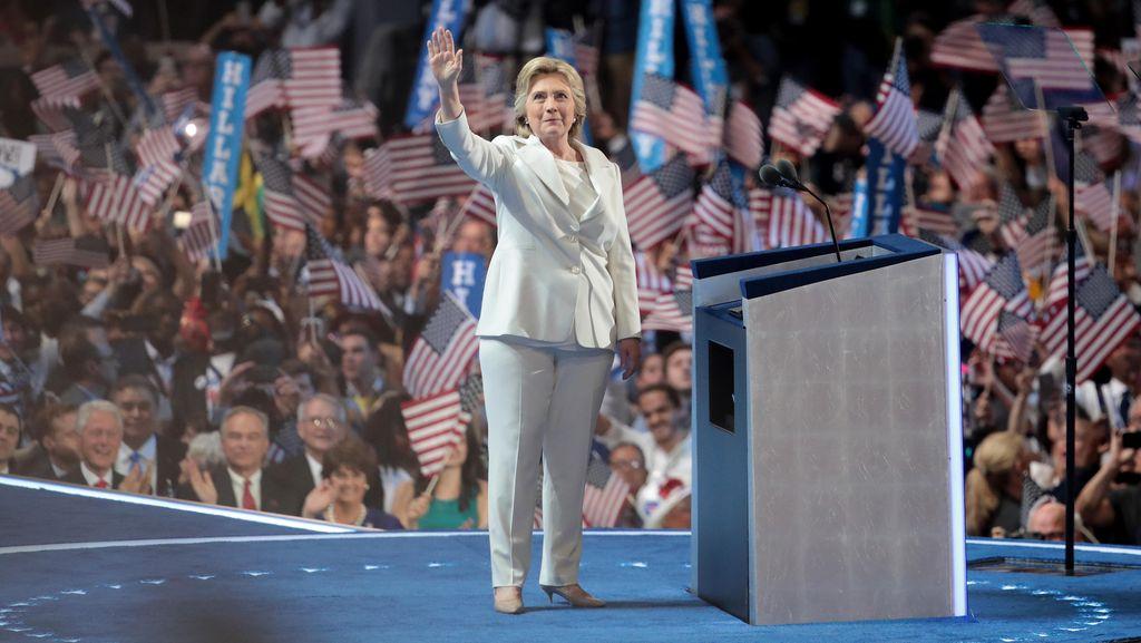 Reebok Desain Ulang Celana Panjang Hillary Clinton Agar Lebih Stylish