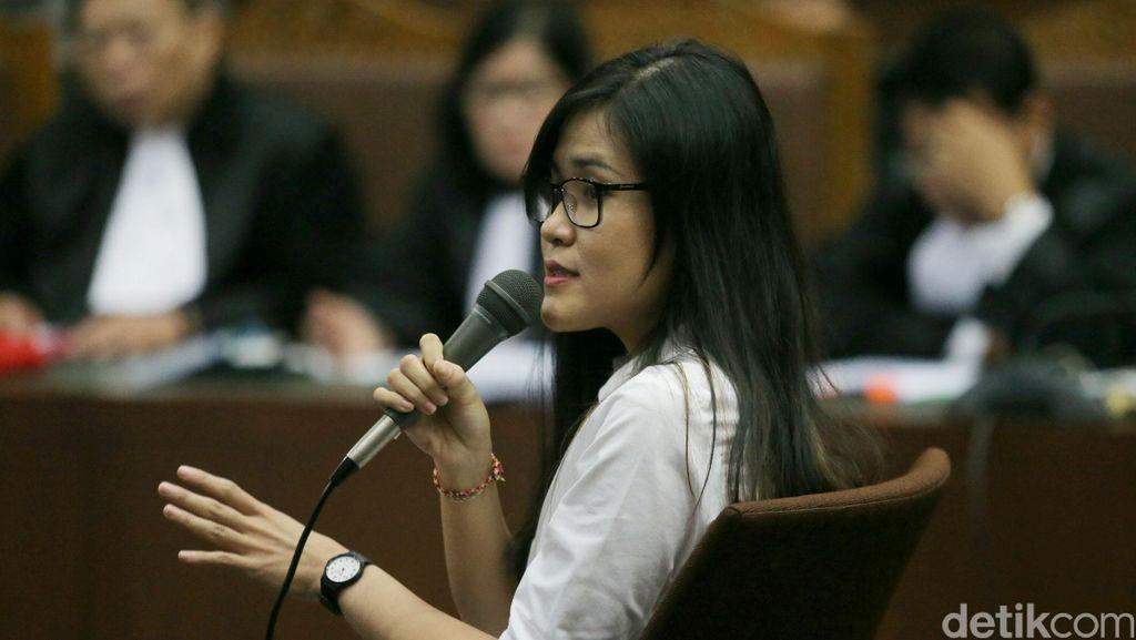 Yakin Jessica Taruh Racun, Hakim: Lalat Hinggap di Gelas Mirna pun Jessica Tahu