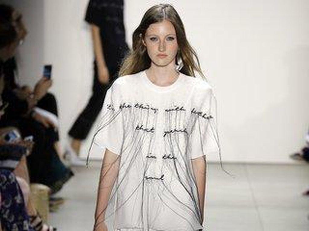 Tren Fashion 2017, T-Shirt Seperti Ini Ditampilkan Michael Kors Sampai Dior