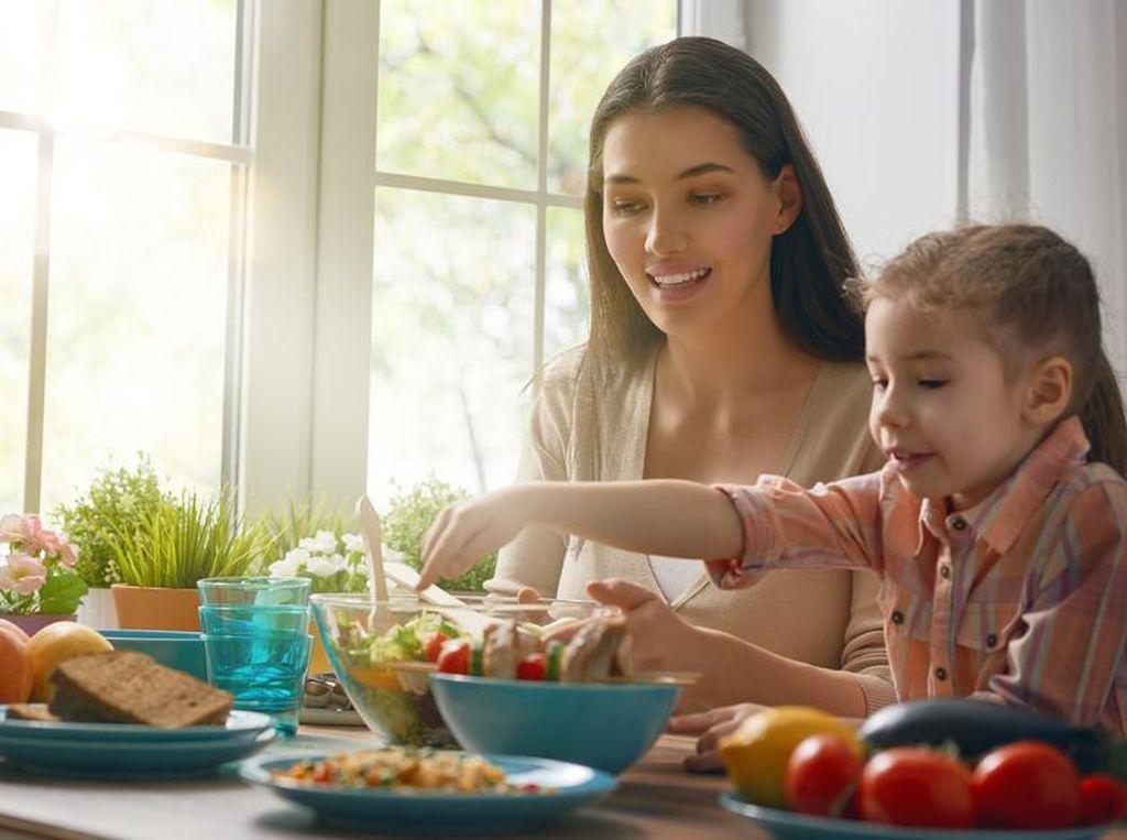 Perhatikan Tiga Hal Penting Ini Sebelum Berikan Makanan Untuk Si Kecil