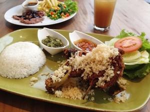 Bebek Kremes Jumbo hingga Steak Bebek Bisa Dinikmati di Resto Ini