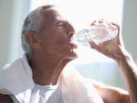 Karena sering buang air kecil, maka seseorang dengan kondisi diabetes juga akan jadi lebih sering haus. (Foto: Thinkstock)