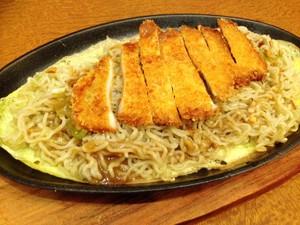 Mencicipi Yakitori Gurih dan Mie Hotplate dengan Chicken Katsu