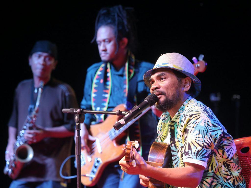 Nge-Jazz Seru di Hutan Mangrove Flores