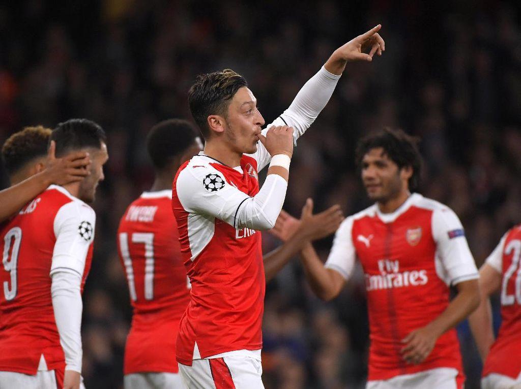 Arsenal Perkasa di Emirates Stadium