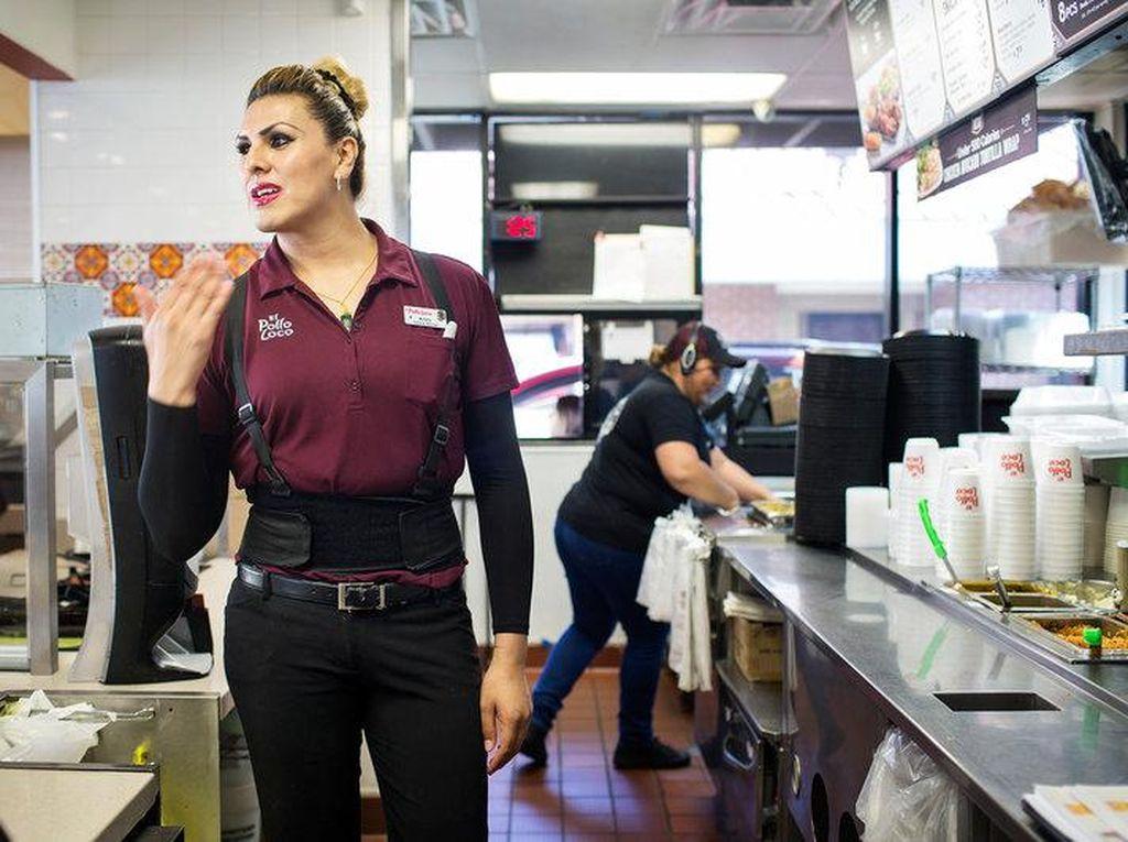 Para Transgender Kini Bisa Bekerja Nyaman di Restoran Ini