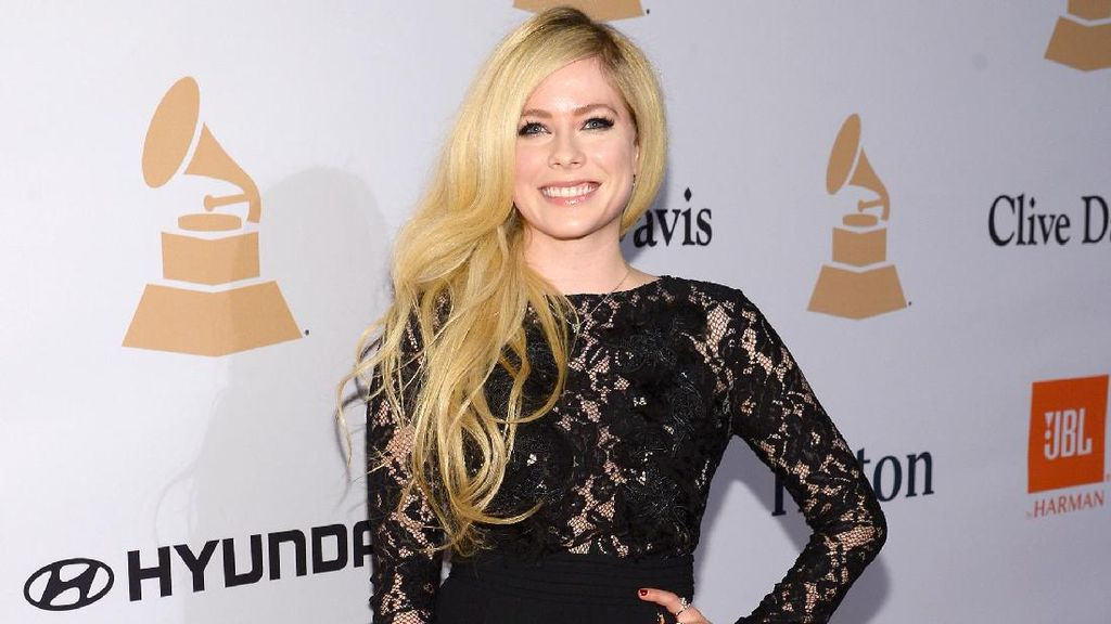 Avril Lavigne Jadi Desainer Legging, Koleksinya Dijual Hanya 4 Minggu