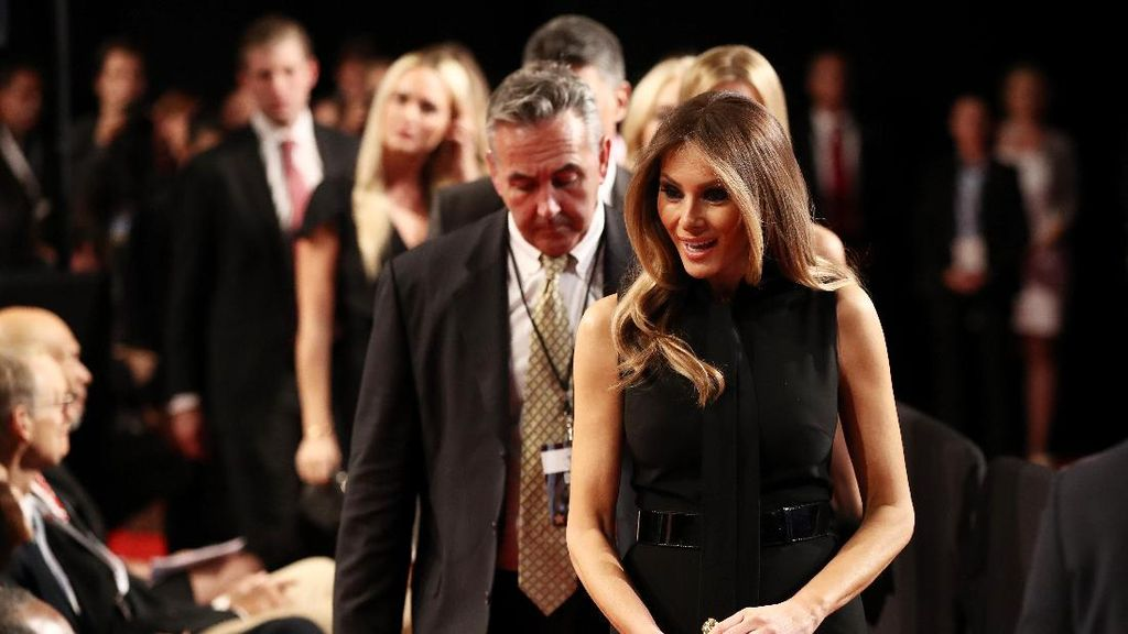 Melania Trump dan Hillary Kompak Pakai Karya Ralph Lauren di Debat Capres