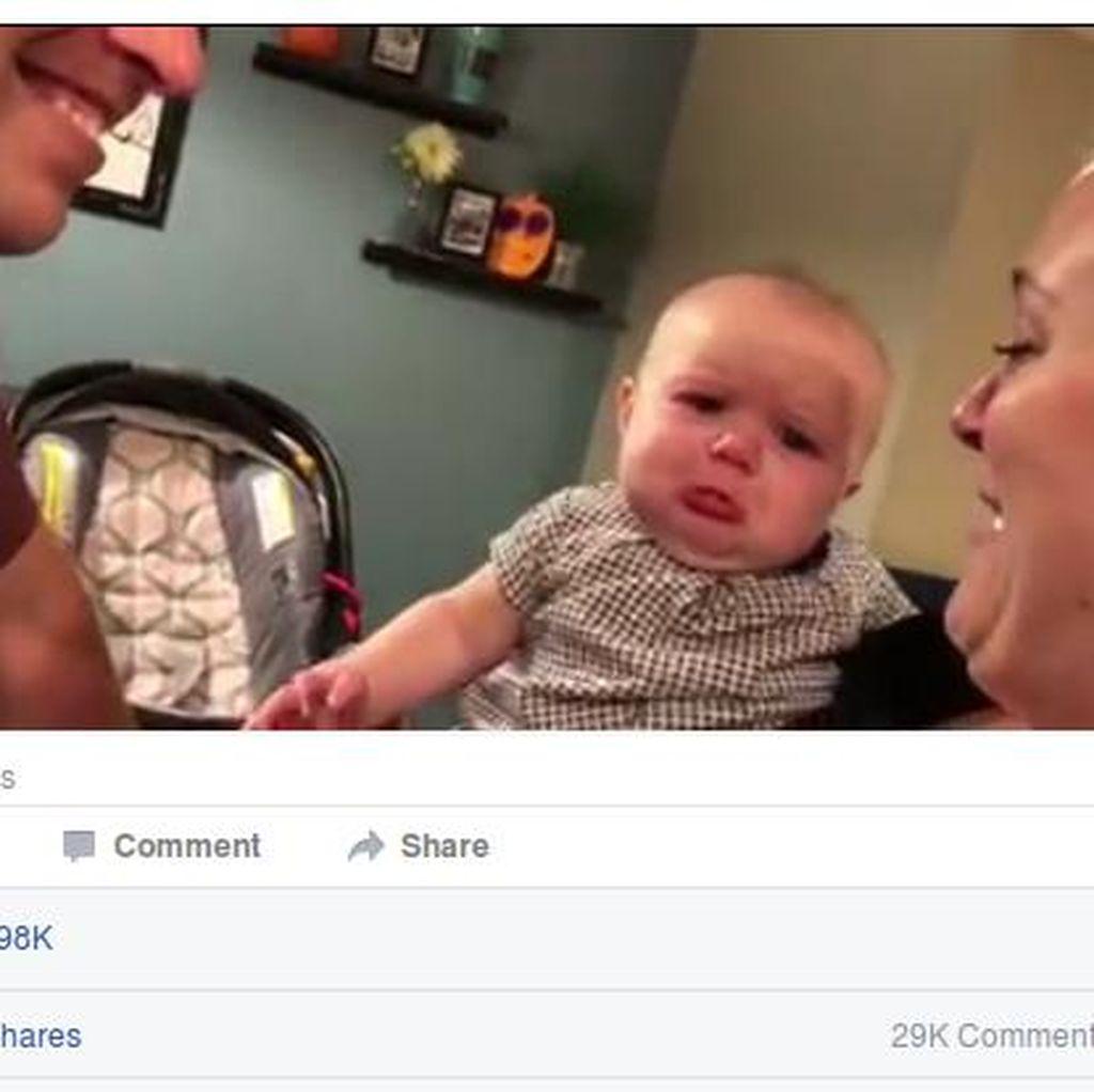 Video Bayi yang Cemburu Saat Ayah dan Ibunya Berciuman Ini Jadi Viral