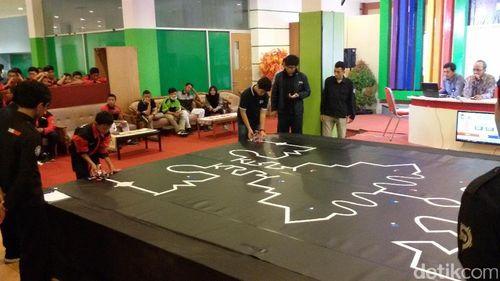 Robot Karya Pelajar Pamer Kehebatan di Yogyakarta