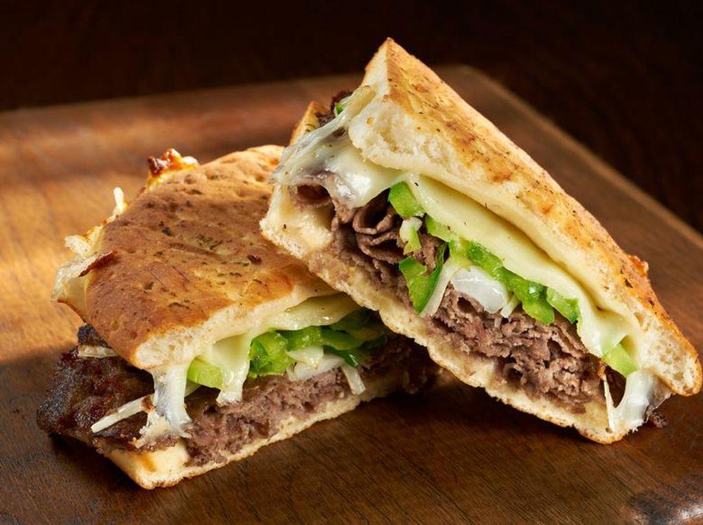 Sandwich Isi Keju Leleh, Ayam Asap atau Buah Segar Gampang Dibikin Sendiri