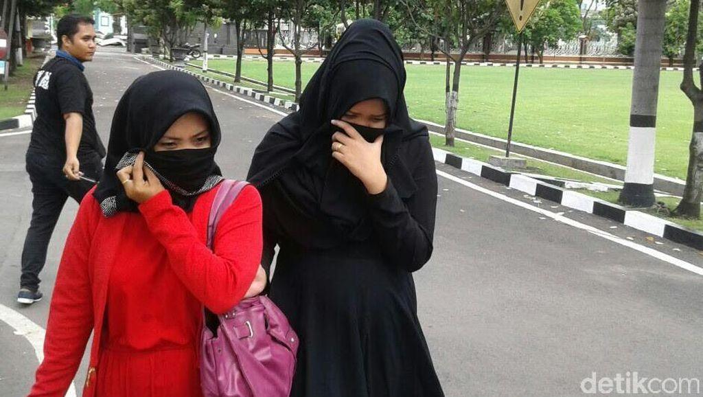 2 Istri Dimas Kanjeng Diperiksa di Polda Jatim