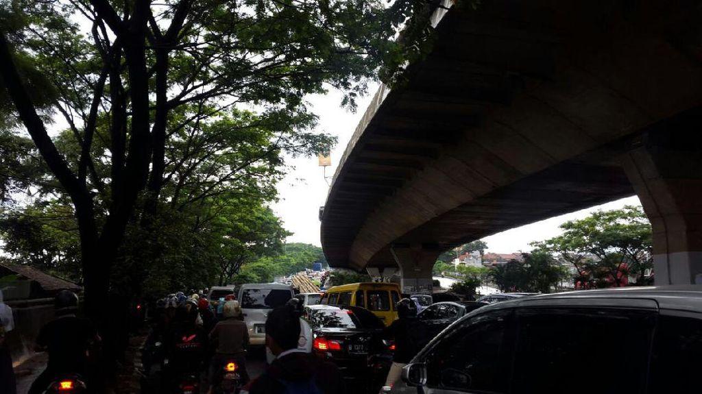 Banjir Parah, Mobil Menuju Jalan Pasteur tak Bergerak