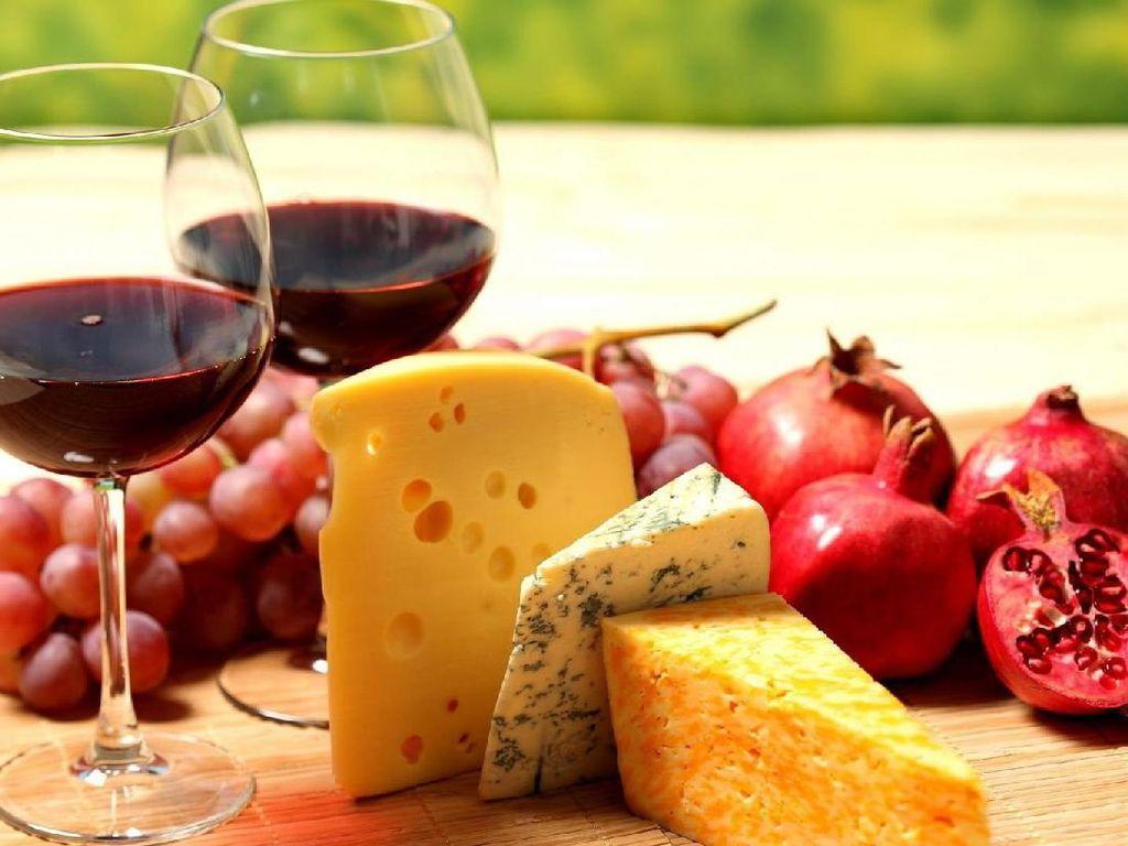 Menurut Studi, Wine Jadi Lebih Enak Dinikmati dengan Keju