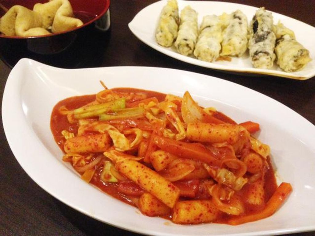 Mu Gung Hwa: Enaknya Ngemil Tteokbokki Pedas Bersama Gimari Renyah di Supermarket Korea