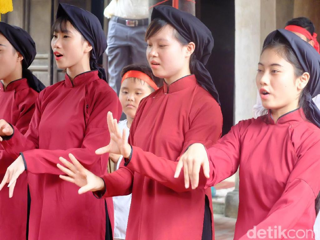 Jatuh Hati dengan Biduan Cantik Vietnam