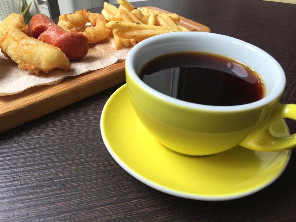 Trafique Coffee: Asyiknya Menyeruput Kopi Aromanis Ditemani Chicken Darlings