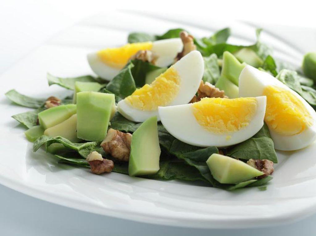 Apa Benar Salad Ditambah Telur akan Membuat Kandungan Vitamin E Terserap Lebih Baik?