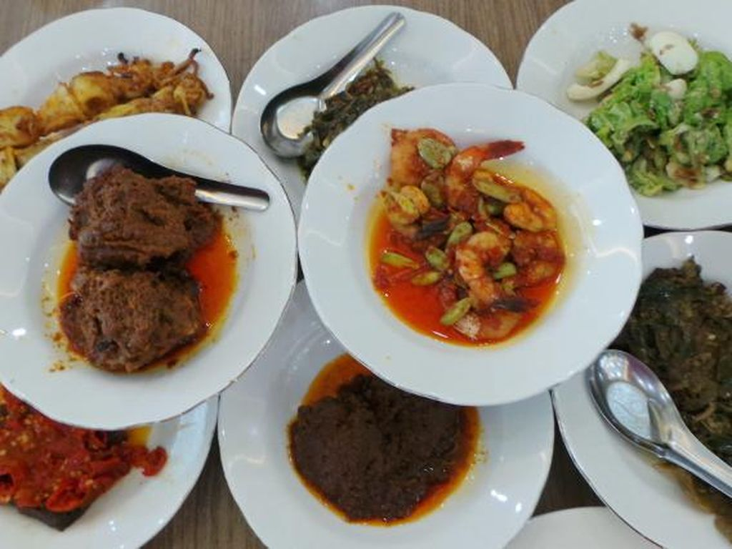 Kalau Lagi di Senayan Bisa Jajan Nasi Rames, Cakalang Pampis dan Nasi Padang