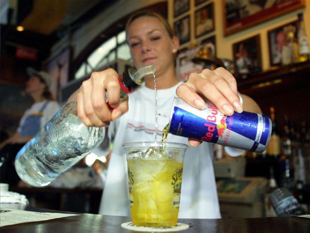 Studi: Konsumsi Minuman Berenergi Bersama Alkohol Punya Efek Seperti Konsumsi Kokain