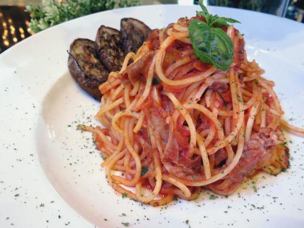 La Storia del Banchetto, Kolaborasi Unik antara Makanan dan Gaun Gaya Eropa