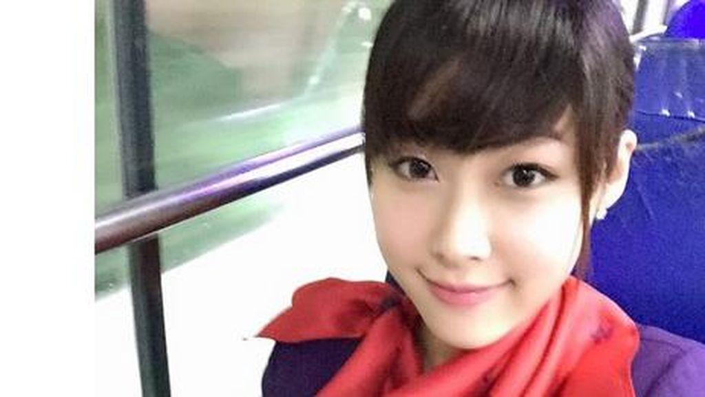 Aneka Pose Selfie Pramugari Cantik Maskapai Asia