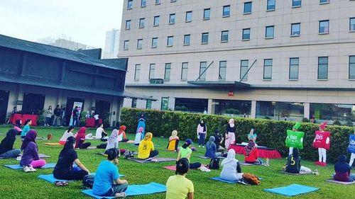 Yoga Tertawa, Olahraga 'Lucu' Untuk Melepas Stres