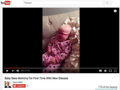 Cute! Video Bayi 3 Bulan Yang Bisa Lihat Ibunya Setelah Pakai Kacamata Khusus