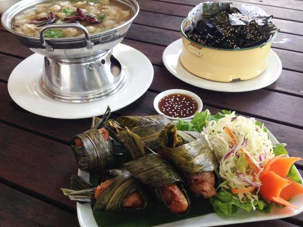 Kong View: Menikmati Sajian Laos dan Thailand Sambil Ditemani Pemandangan Sungai Mekong