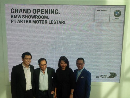 BMW Resmikan Showroom Medan