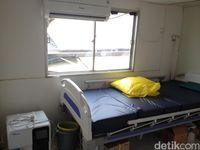 Dalam pelayaran ke daerah, kapal bisa membawa langsung 10 dokter yang terdiri dari dokter spesialis dan dokter umum. Untuk pelayanan di suatu daerah kapal bisa tinggal untuk mengobati pasien selama 10 hingga 14 hari. (Foto: Puti/detikHealth)