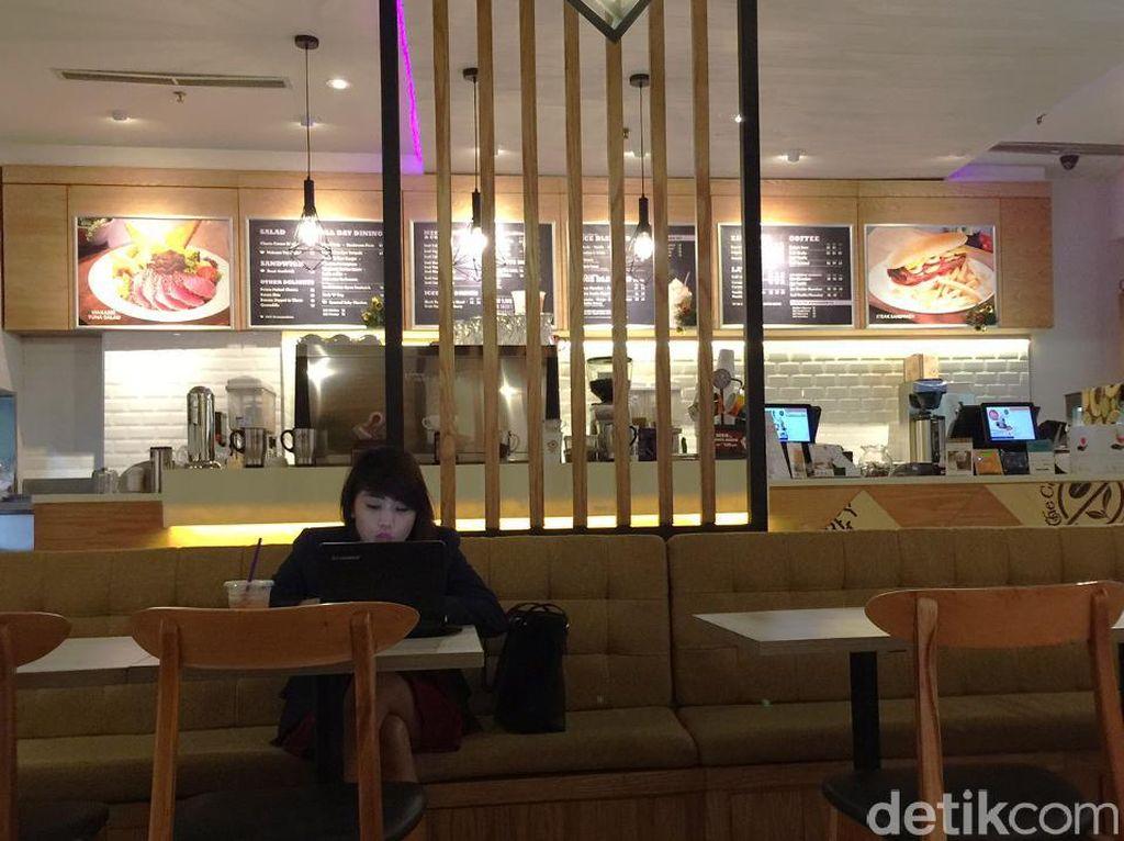 The Coffee Bean& Tea Leaf: Huah! Sengatan Enak Spaghetti Aglio Olio Bertabur Cabe Rawit Hijau