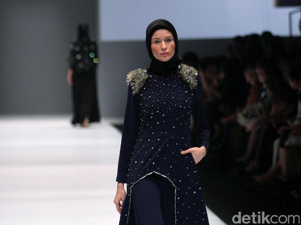 Foto: Koleksi Jenahara Black Label di Jakarta Fashion Week 2017